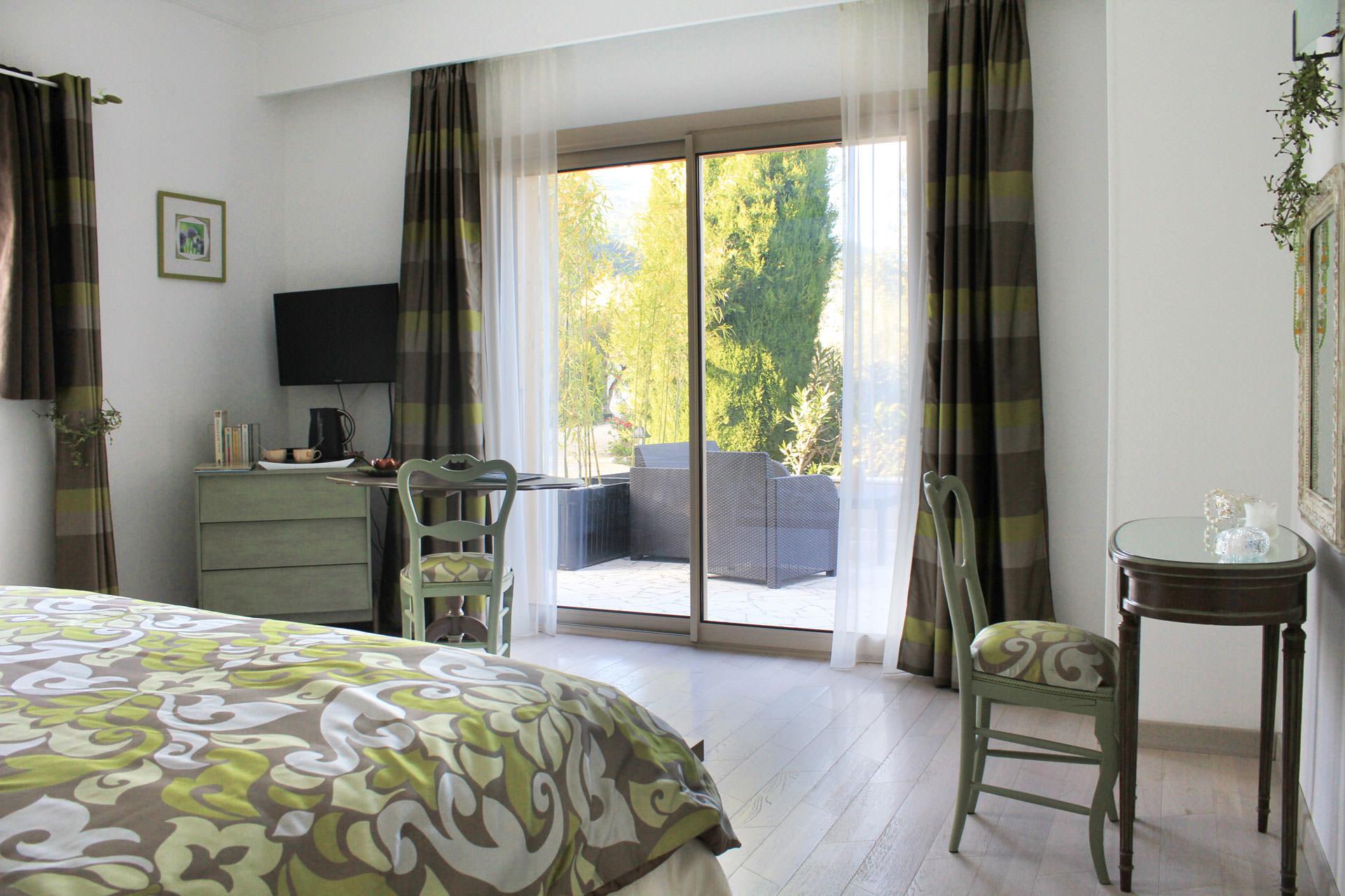 chambre d 39 h tes riviera proche de nice c te d 39 azur. Black Bedroom Furniture Sets. Home Design Ideas