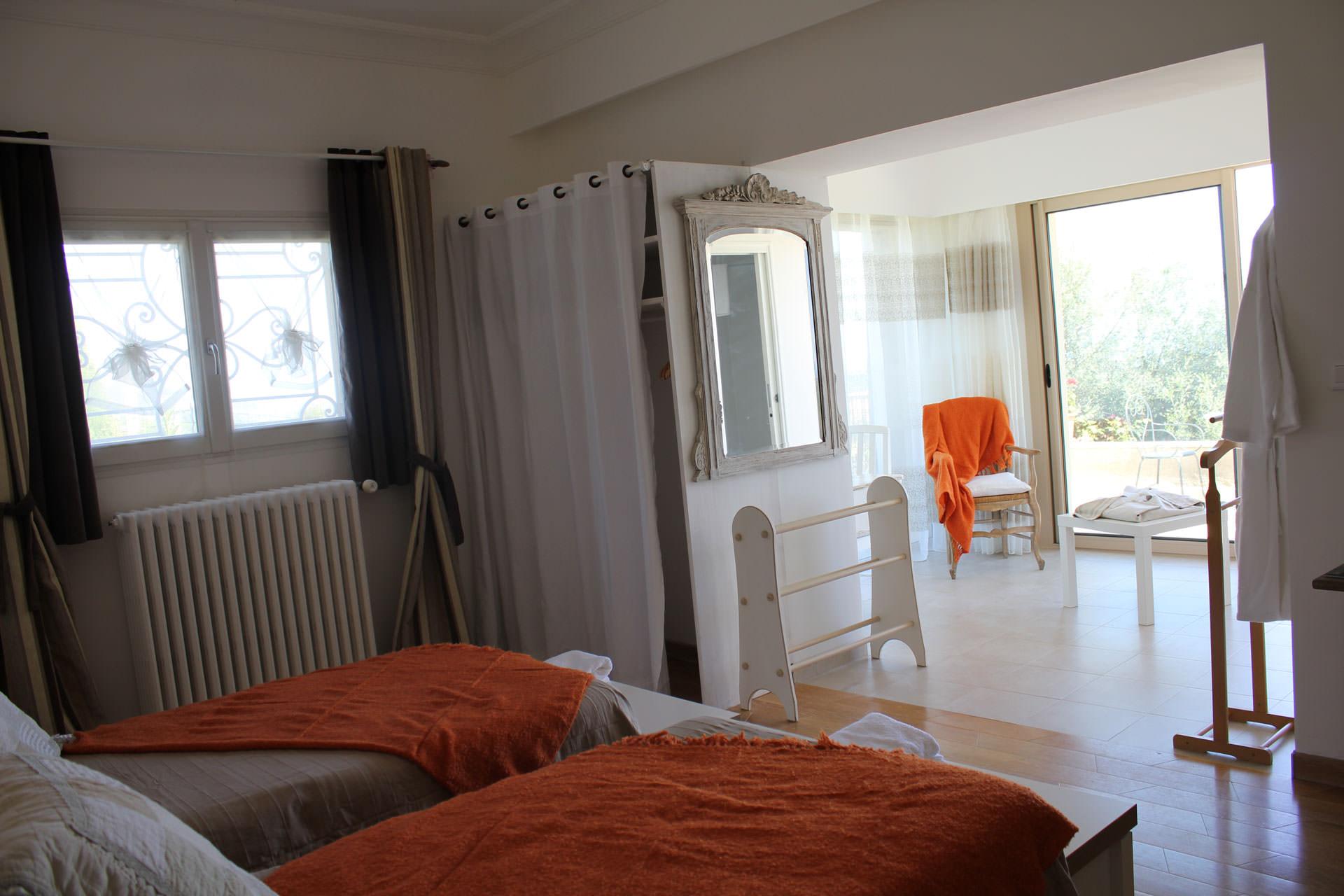 chambre d 39 h tes est rel proche de grasse c te d 39 azur. Black Bedroom Furniture Sets. Home Design Ideas