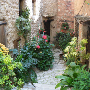 Ruelles fleuries village Tourrettes-sur-Loup