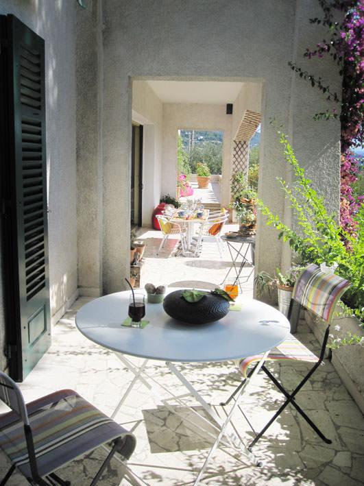 Maison cote sud elegant cot sud maison franaise with for Salon sur la rue