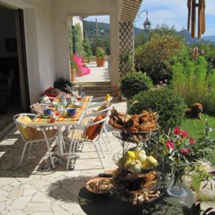 petits déjeuners en terrasse vue sur la méditerranée